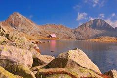 Uma cabine no parque nacional Pirin, Bulgária Fotos de Stock Royalty Free
