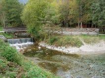 Uma cachoeira bonita em Eslovênia fotos de stock royalty free
