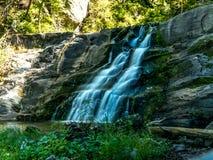 Uma cachoeira no bosque no reserv das cachoeiras de kent fotos de stock royalty free