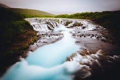 Uma cachoeira pequena bonita fotos de stock royalty free