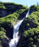 Uma cachoeira sol-iluminada em Canadá Fotografia de Stock