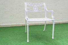 Uma cadeira ao ar livre do metal Imagem de Stock