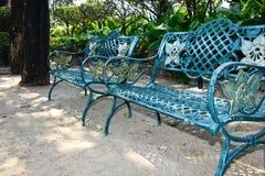 Uma cadeira ao ar livre do metal Fotos de Stock Royalty Free