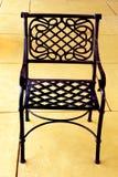 Uma cadeira ao ar livre do metal Imagem de Stock Royalty Free