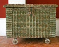 Uma caixa de madeira elaborada imagens de stock