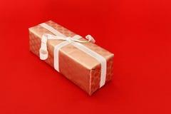Uma caixa de presente envolvida Foto de Stock Royalty Free