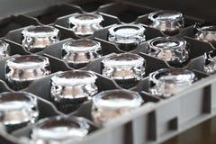 Uma caixa de vidros bebendo de brilho limpos Foto de Stock Royalty Free