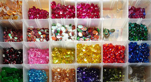 Uma caixa dos gemstones Fotografia de Stock Royalty Free