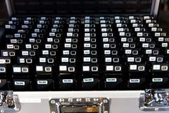 Uma caixa dos guias audio usados para uma conferência internacional dos recursos humanos fotografia de stock royalty free