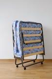 Uma cama de dobramento Fotografia de Stock Royalty Free