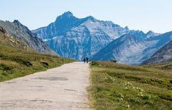 Uma caminhada ao longo das montanhas Imagens de Stock