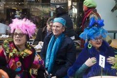 Uma caminhada da cor é um recolhimento informal dos povos criativos que obtêm vestidos ou que vestem-se acima para inspirar e ser imagem de stock royalty free