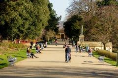 Uma caminhada no parque fotografia de stock royalty free