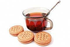 Uma caneca de chá e de biscoitos Imagens de Stock Royalty Free