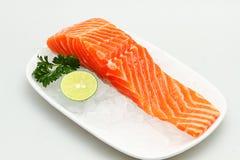 Carne salmon fresca no gelo Fotografia de Stock Royalty Free