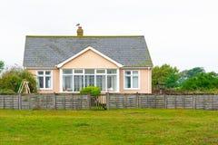 Uma casa destacada inglesa do beira-mar foto de stock