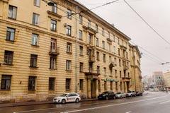 Uma casa do cinco-assoalho na perspectiva de Suvorovskyi imagem de stock