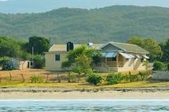 Uma casa em Jamaica na praia foto de stock royalty free