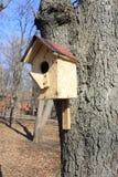 Uma casa para pássaros foto de stock royalty free