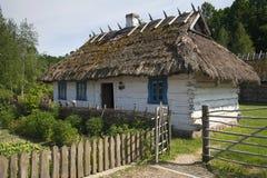 Uma casa ucraniana velha em um museu ao ar livre imagem de stock