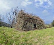 Casa abandonada na mola Fotografia de Stock