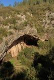 Uma caverna é sempre o abrigo para um caminhante Pode Muntaner imagem de stock royalty free