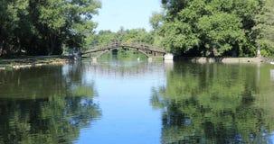 Uma cena de Stratford, Canadá, rio de Avon na ponte 4K filme