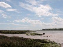 Uma cena do lado e do banco do rio sem a vista bonita dos povos nat Fotografia de Stock