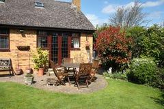 Uma cena inglesa do jardim Foto de Stock Royalty Free