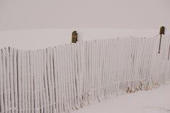 Uma cerca da neve Imagem de Stock Royalty Free
