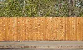 Uma cerca de madeira limpa fotografia de stock