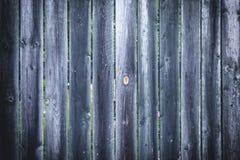 Uma cerca feita de venezianas verticais pretas Fundo vazio com uma textura das placas fotos de stock royalty free