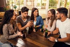Uma cerveja é sempre uma boa ideia imagem de stock royalty free