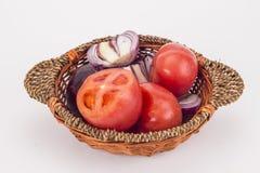 Uma cesta de legumes frescos Fotografia de Stock