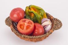 Uma cesta de legumes frescos Foto de Stock