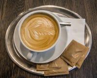 Uma chávena de café com creme Fotografia de Stock