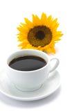 Uma chávena de café com uma flor do sol Imagens de Stock Royalty Free