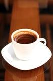 Uma chávena de café na manhã foto de stock
