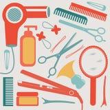 Uma coleção colorida do equipamento do cabeleireiro Imagens de Stock