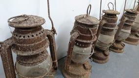 Uma coleção de luzes davy da lanterna de tempestade fotografia de stock