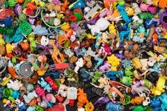 Uma coleção de mini brinquedos misturados Foto de Stock Royalty Free
