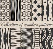 Uma coleção de 10 testes padrões sem emenda preto e branco Formas geométricas no fundo, ilustração do vetor