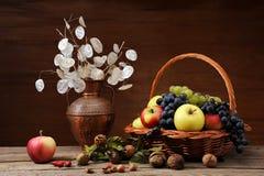 Uma coleção de vários frutos imagens de stock