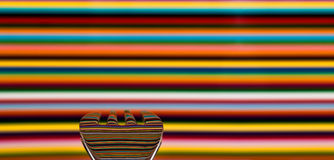 Uma colher contra um fundo muito colorido, com o fundo Fotos de Stock