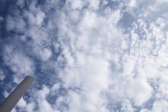 Uma coluna do céu nebuloso fotografia de stock royalty free