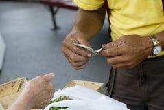 Uma compra de feijões verdes Fotografia de Stock Royalty Free
