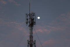 Uma comunicação da torre para o peaple em Tailândia Fotografia de Stock