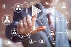 Uma comunicação da Web da conexão do ícone do jogo do botão do negócio Imagens de Stock Royalty Free