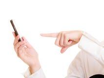 Uma comunicação Dedo fêmea que rejeita a chamada Imagem de Stock Royalty Free