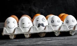 Uma comunicação e emoções sociais das redes do conceito - os ovos pisc fotos de stock royalty free